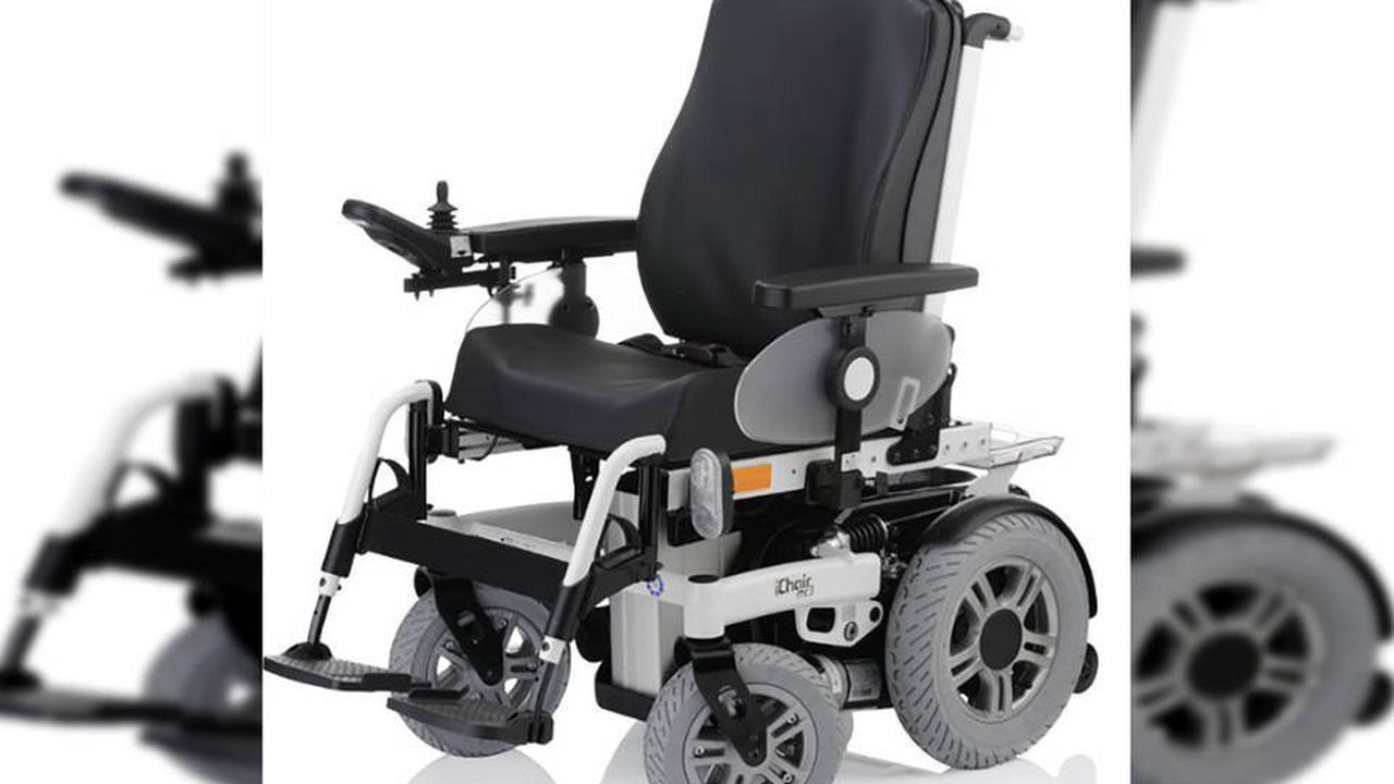 Sous effet, il se bat contre un homme en fauteuil roulant