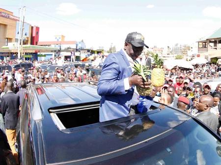Huge Crowds Blocks DP Ruto Motorcade in Bomet Demands To Be Addressed (Video)