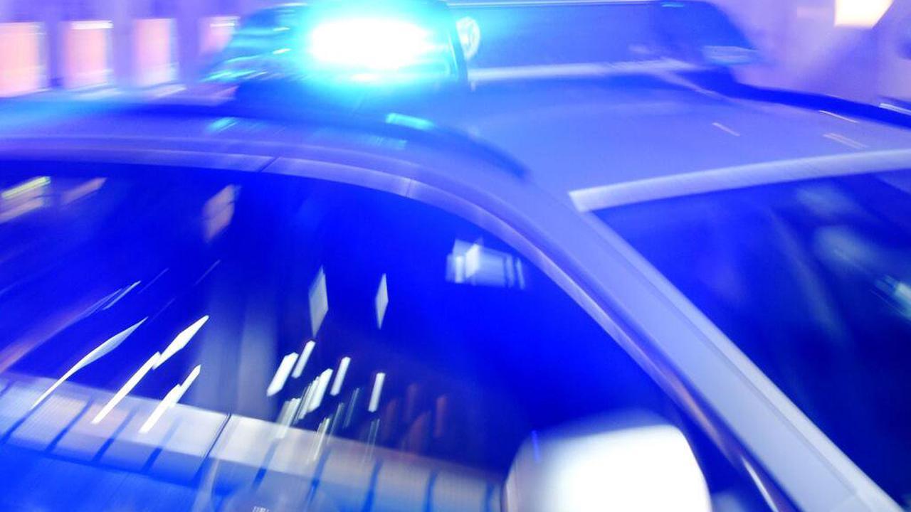 Polizei erwischt Studenten beim Nachtbaden im Freibad