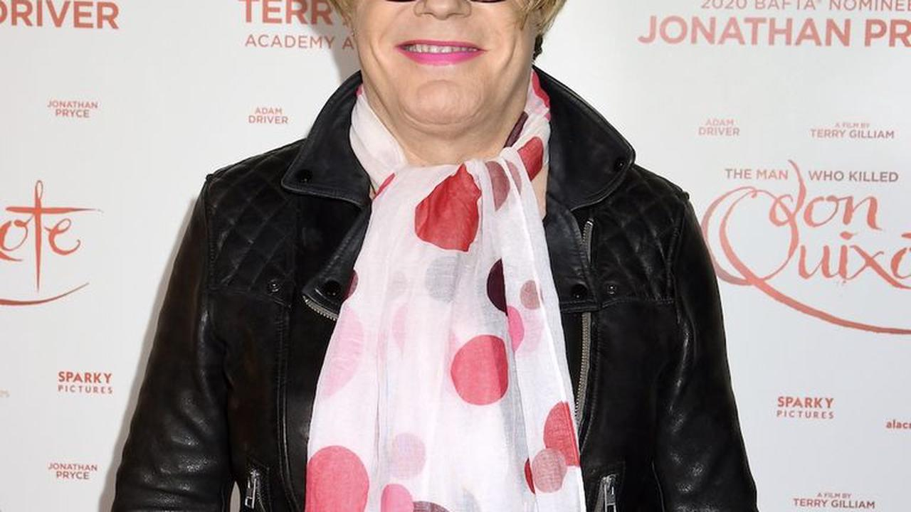 Eddie Izzard clarifies personal feelings on gender fluidity following recent comments