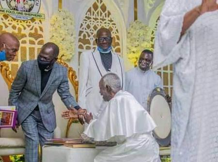 Opinion: Prophet Olowere, a man in his 80's kneels down for Newly CAC president -The sign of humility