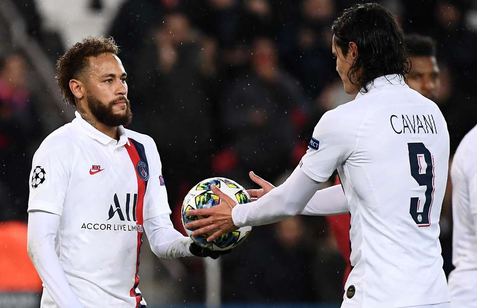 Neymar shows class by handing ball to Edinson Cavani for penalty in PSG 5-0 win