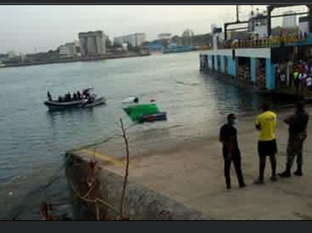 Trailer Loses Control, plunges into the Indian Ocean
