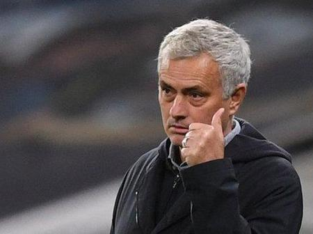 Mourinho: Chelsea are under pressure to win English Premier League after spending too much.