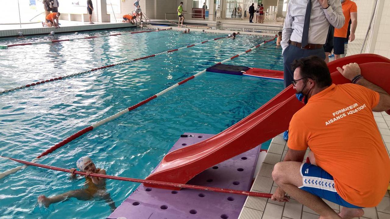Des «classes bleues» pour éviter la noyade, un plan national à l'essai à Boulogne