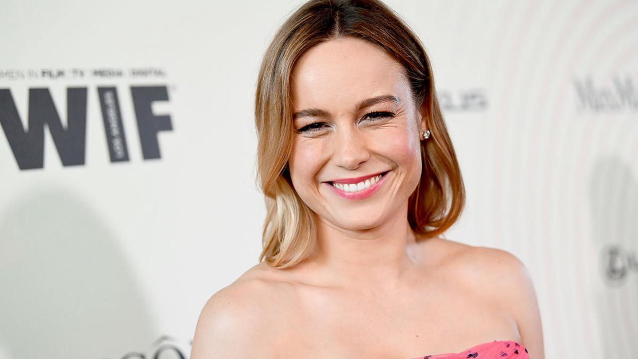 Brie Larson floors fans with killer abs in crop top and leggings