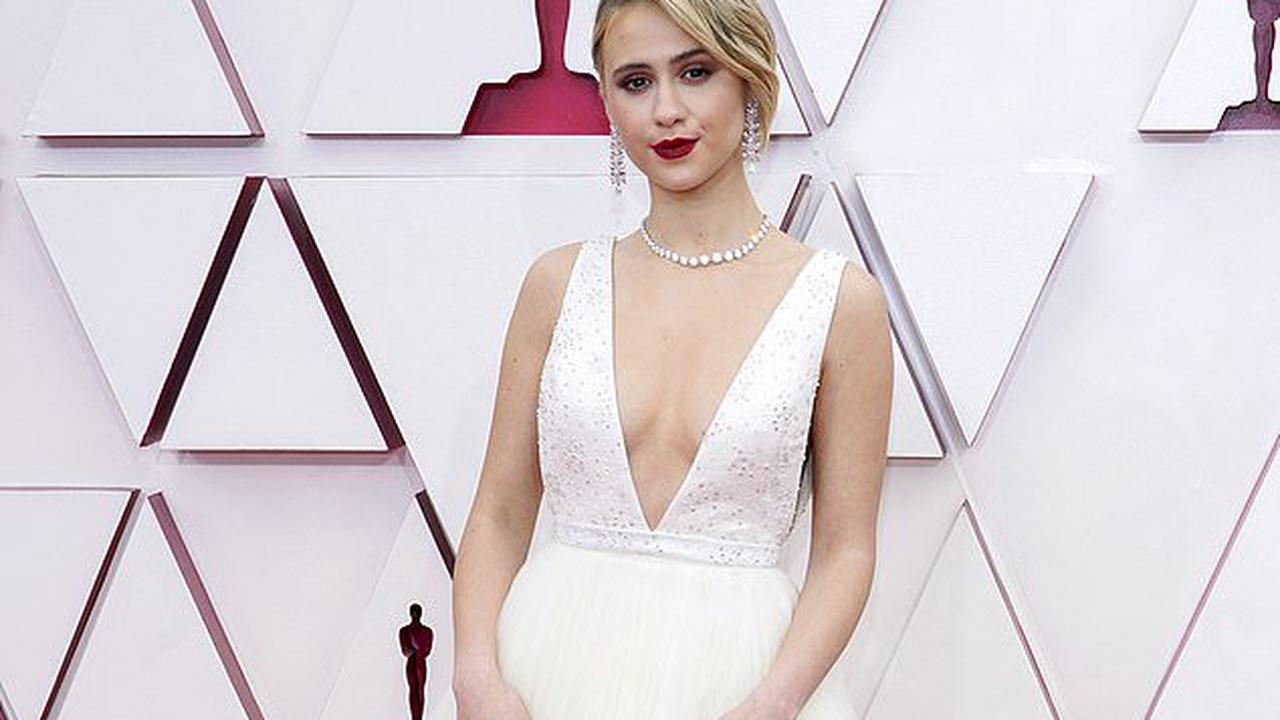 Maria Bakalova simply stuns in a plunging white Louis Vuitton princess gown at the Academy Awards