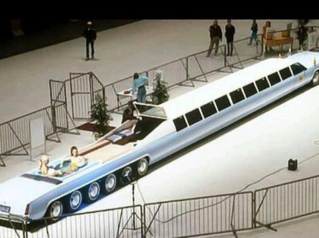 Do You Know That The World's Longest Car Has Swimming Pool And a Helicopter Landing Pad (Photos)
