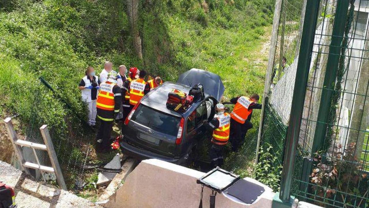 Un conducteur chute de plusieurs mètres de haut à bord de sa voiture, à Chambly