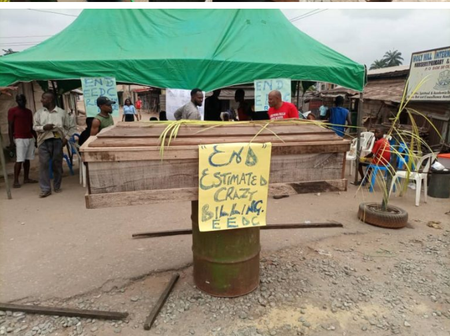 Check Out The Reason Behind Umeledi Residents Protesting With Coffin