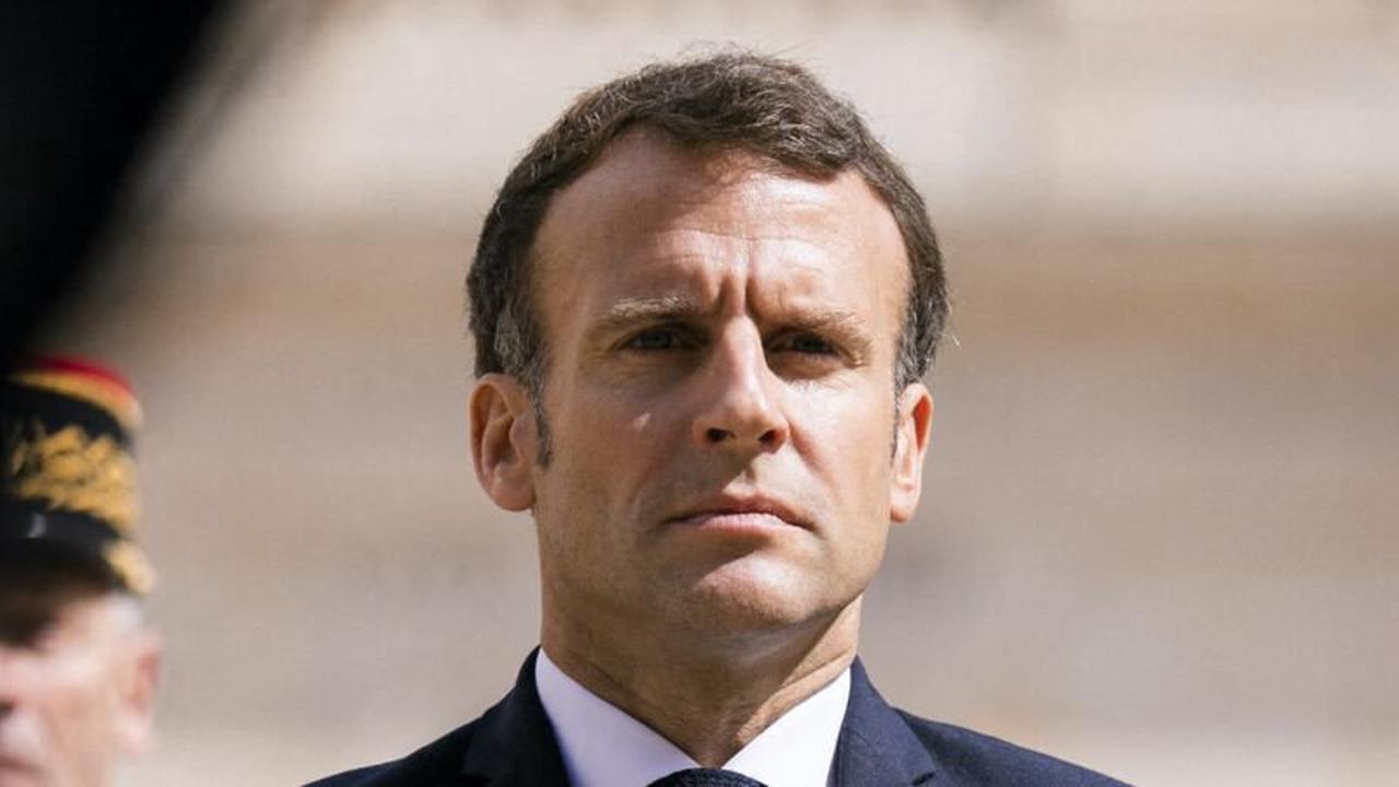 PHOTO Emmanuel Macron se filme depuis le salon du Fort de Brégançon: un détail fait mourir de rire les internautes