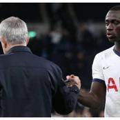 Mourinho montre à Davinson la porte de sortie de Tottenham.