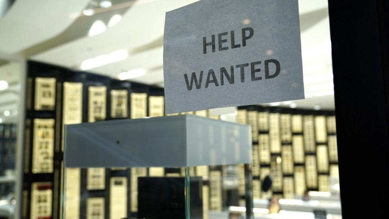US jobless claims rise to 885,000 amid resurgence of virus
