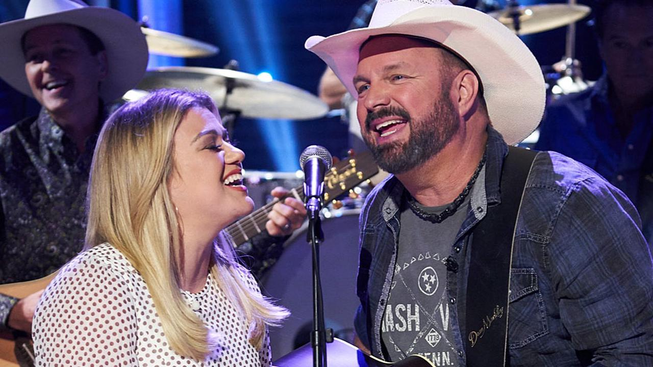 WATCH: Garth Brooks and Kelly Clarkson Sing 'Shallow' Duet Together