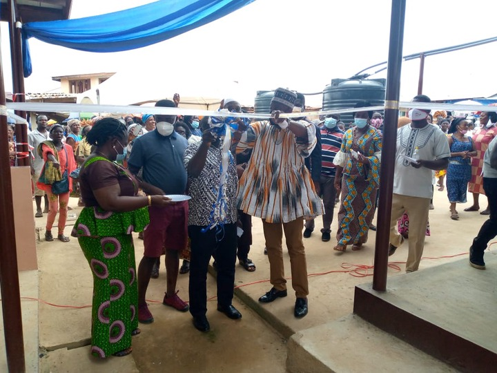E/R: Abuakwa North Municipal Assembly Commissions And Hands Over Market Stalls
