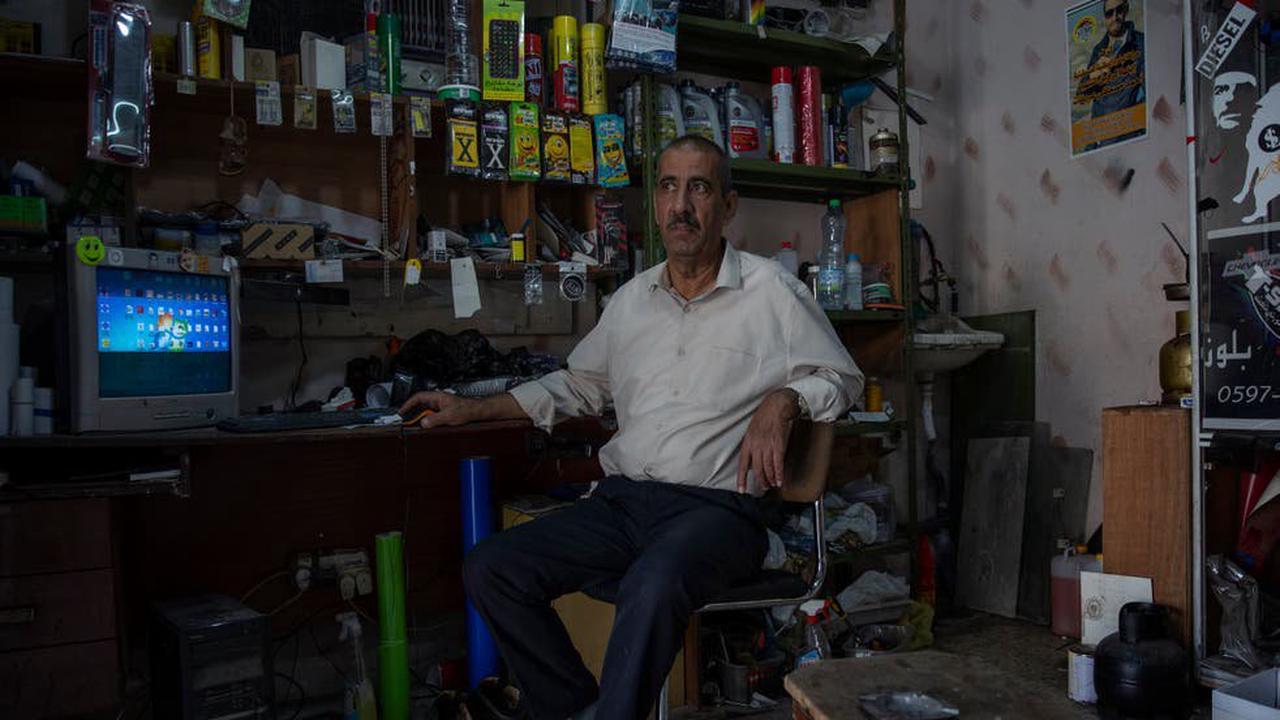 Erekat, longtime spokesman for the Palestinians, dies at 65
